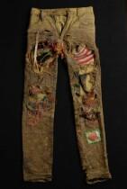 "Groengele jeans, ""Modzart"", gescheurd en met gekleurde wol bewerkt, punkkleding"