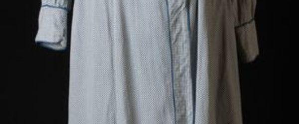 Wit met blauw geruit mouwschort met lange mouw en losse ceintuur