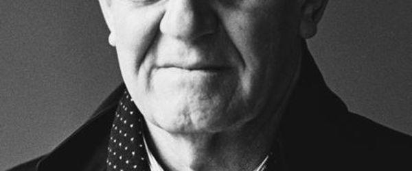 Gefotografeerd portret van Wim van Krimpen (1941-), directeur Kunsthal Rotterdam (1988-2000)