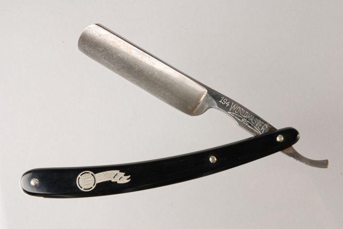 Klassiek uitklapbaar scheermes met zwart kunststof heft ... | 700 x 469 jpeg 69kB