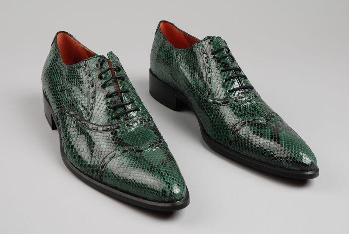 4892c91b5ac Collectiestuk: Paar herenschoenen van groen/zwart slangenleer met ...