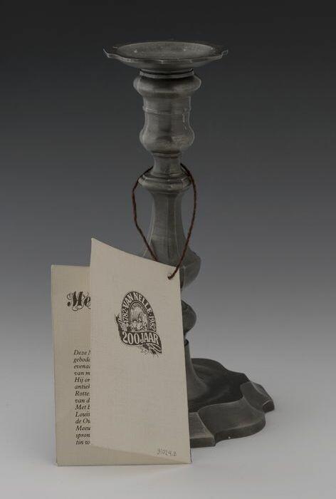 Wonderlijk Collectiestuk: Tinnen kandelaar (A) met kaartje (B) van Van Nelle NI-17